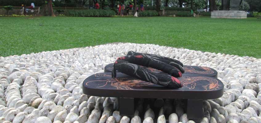 Sandal Khas Jepang Motif Naga